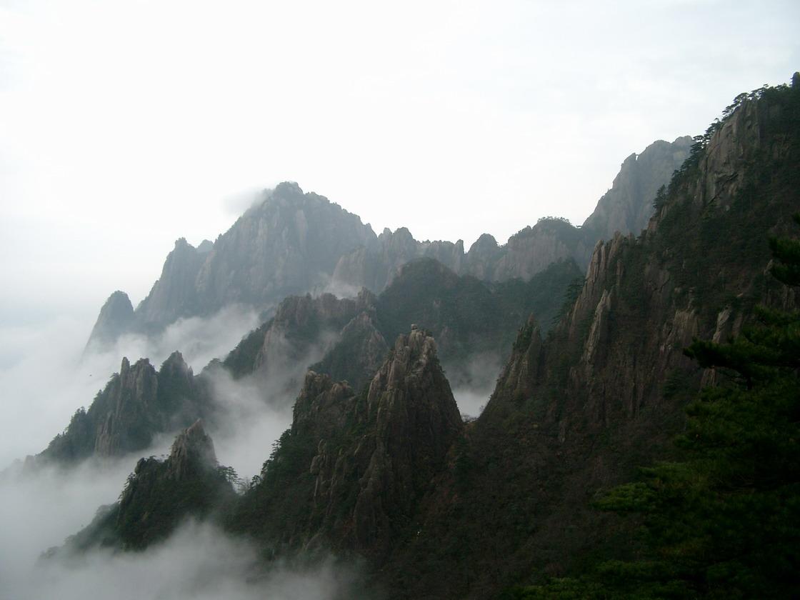 「天下一の名山と言われる黄山」(中国)