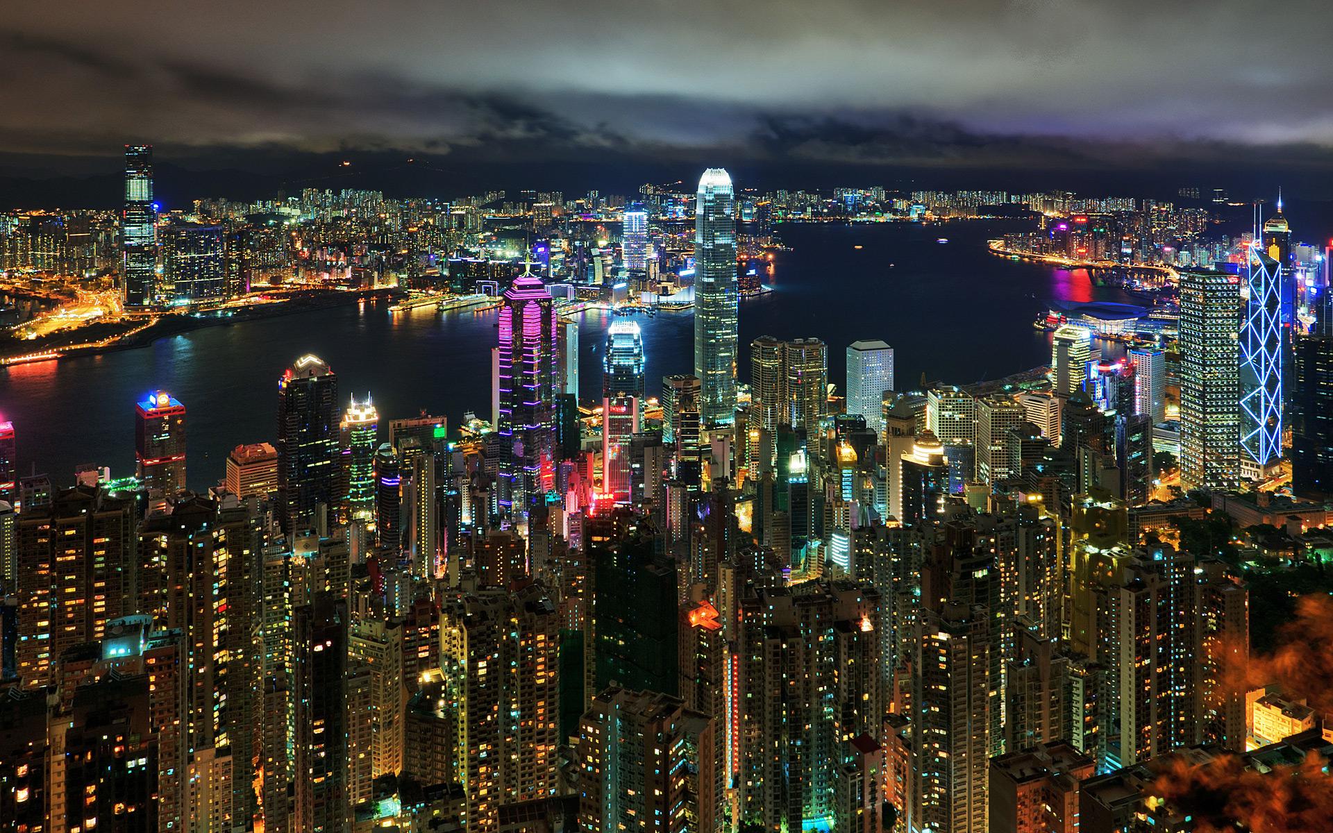 「街を一望できるヴィクトリアピーク」(香港)