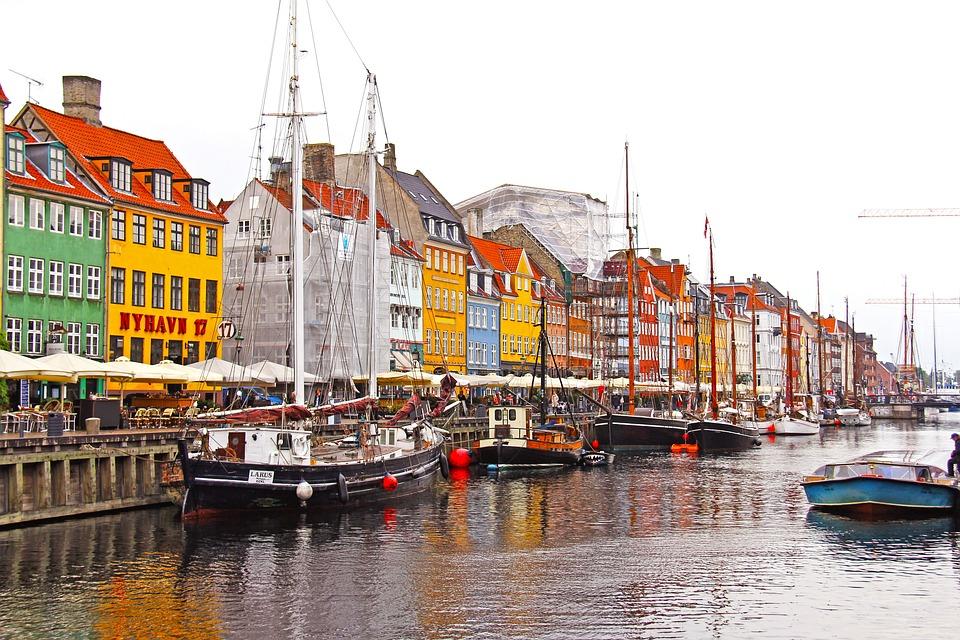 「世界で一番古い王国の首都コペンハーゲン」(デンマーク)