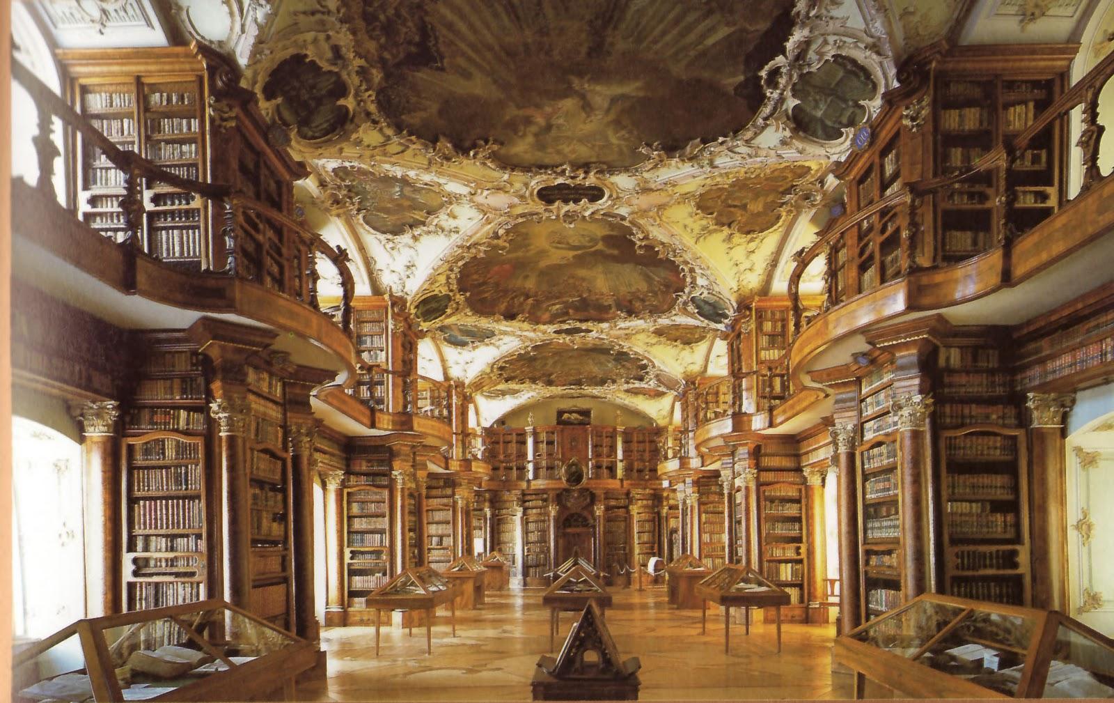 """「中世ヨーロッパ随一の図書館""""ザンクト・ガレン修道院図書館""""」(スイス)"""