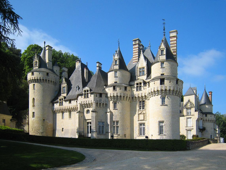 「眠れる森の美女のモデルとなったユッセ城」(フランス)